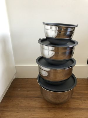 Stainless steel mixing bowls SET of 4 for Sale in New York, NY