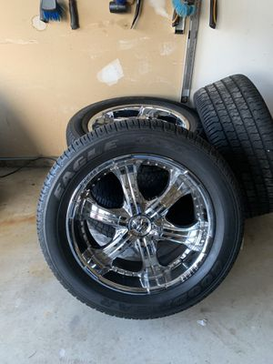 Rims/Tires....Chrome...20s...5 Lugs.....was on 1999 Navigator for Sale in Romulus, MI