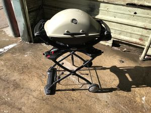 Weber Q2000 Gas Grill w/foldable stand for Sale in Denver, CO