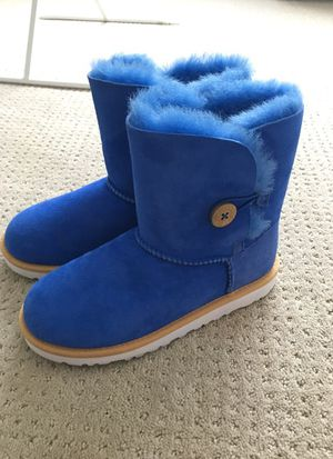 Uggs Brand New Youth size 4 for Sale in Denver, CO