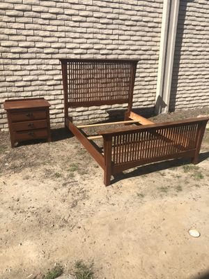 Frame y buro for Sale in Bakersfield, CA