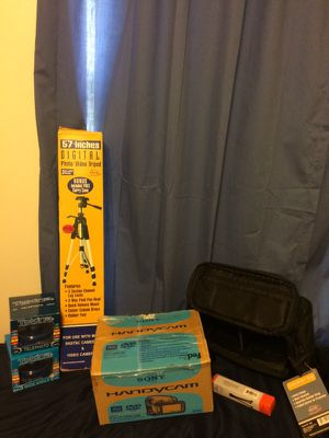 Sony Handy cam video bundle, used twice. All else is new in box. for Sale in Pace, FL