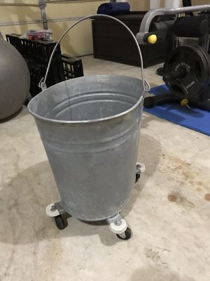 Oval Mop Bucket with Wheels for Sale in Lorton, VA