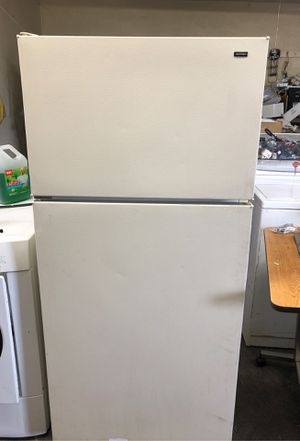 Hotpiont small frigde for Sale in Reedley, CA