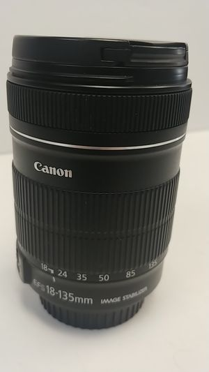 Canon lens ef-s 18-135mm f/3.5 for Sale in Port St. Lucie, FL
