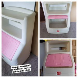 Toy box and bookcase for Sale in Elgin, IL