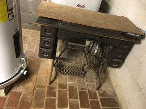 Antique SINGER sewing table! for Sale in Nashville, TN