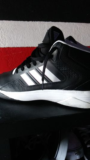 Adidas llation mid basketball size 10.5 for Sale in San Diego, CA