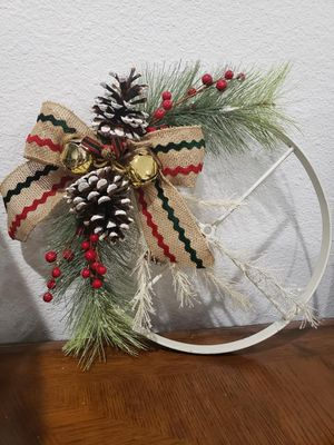 Holiday wheel decor gift for Sale in Rogersville, MO