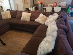 Broyhill Sectional w/ sleeper for Sale in Alpharetta, GA