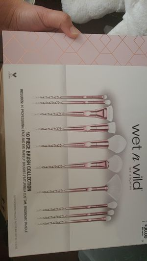 Wet n wild limited edition brush set for Sale in Fairfax, VA