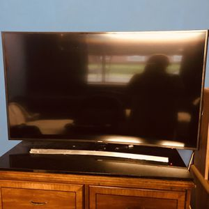 Samsung Curved 55 Inch TV . for Sale in Baltimore, MD