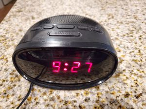Alarm clock with radio for Sale in Fort Mill, SC