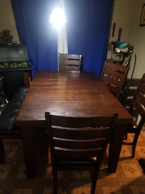 Extendable Dining table set for Sale in Los Angeles, CA