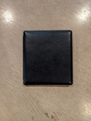 """Amazon Kindle Oasis (9th Gen) 7"""" 8GB - Graphite - With leather case for Sale in Rancho Cucamonga, CA"""