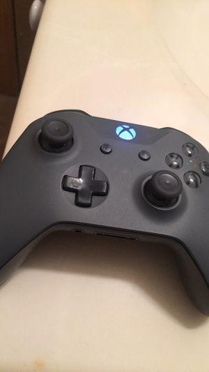 Xbox one controller for Sale in Cedar Rapids, IA