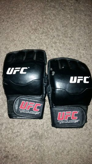 Ufc mma gloves size S/M for Sale in Sylmar, CA