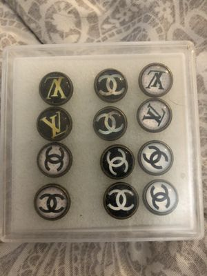 Set of six fashion earrings for Sale in Los Angeles, CA