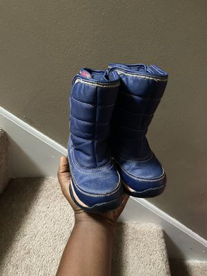 Size 9 girls snow boot for Sale in Minneapolis, MN