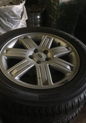 "Land Rover 19"" rims and pirelli tired for Sale in Cleveland, OH"