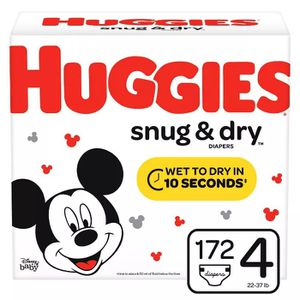 4 boxes of Huggies snug & dry diapers 2 size 4 172 count and 2 size 5 132 count for Sale in Chula Vista, CA
