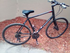 Trek FX3 gently used awesome bike! Perfect for commuting, save money on gas & get a nice ride! Going out of town need cash my loss ur gain!!! for Sale in Minneapolis, MN