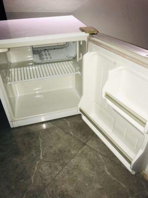 Mini fridge for Sale in Miramar, FL