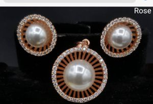 Pearl pendant set in rose gold for Sale in Cupertino, CA