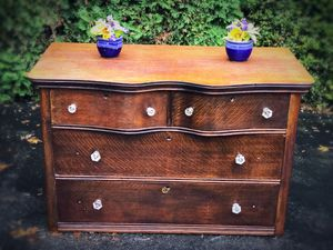 ANTIQUE CHEST OF DRAWERS • OAK VENEER for Sale in Kenmore, WA