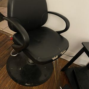 Salon Chair for Sale in Cleveland, OH