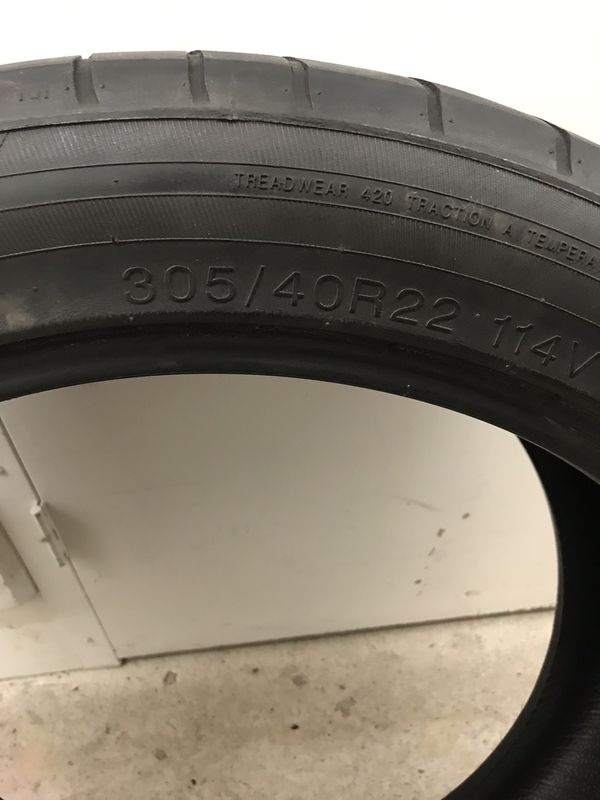 Used Tire 305/40R22