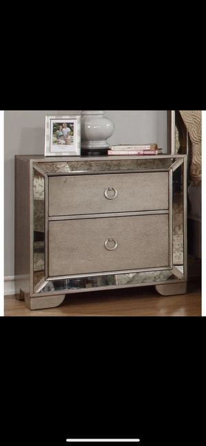 Ava Z Gallerie mirrored nightstand for Sale in Los Angeles, CA