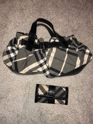 Burberry hobo bag and wallet for Sale in Pittsburgh, PA
