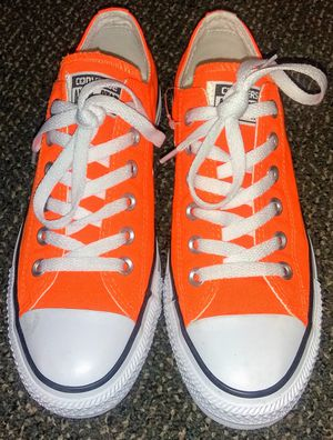 Women's Converse size 7 like new for Sale in Portland, OR