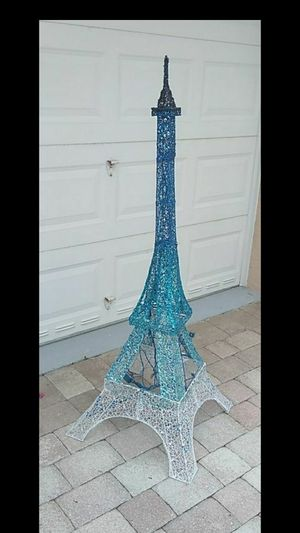 5 ft Lighted Eiffel tower for Sale in Loxahatchee Groves, FL