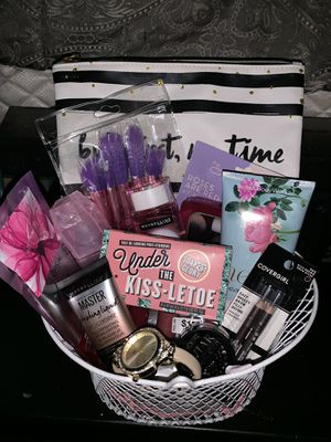 All in one beauty gift basket for Sale in Fontana, CA