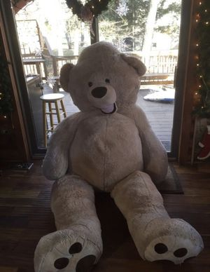 GIANT 8 FOOT TEDDY BEAR. Perfect for Valentine's Day for Sale in Medford Lakes, NJ