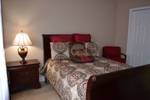 Solid Wood Full Bedroom Set for Sale in Miami Gardens, FL