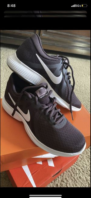 BRAND NEW NIKE FOR WOMEN... SIZE 6.5...$50 dlls ... PRICE IS FIRM/NO DELIVERY for Sale in Colton, CA