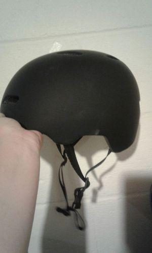 Kids bike helmet medium 55-59cm for Sale in Cleveland, OH