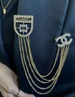 CC Shiled Double Pin Gold Chain Brooch for Sale in Fremont,  CA