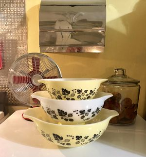 Vintage-Yellow-Black-Pyrex-Gooseberry-3 Piece-Cinderella-Nesting-Bowls for Sale in St. Louis, MO