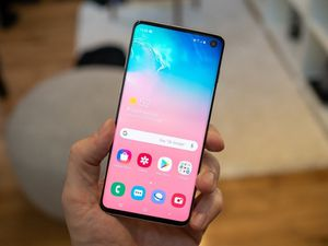 Samsung Galaxy S10 (128gb) Comes With Charger and 1 Month Warranty for Sale in Springfield, VA