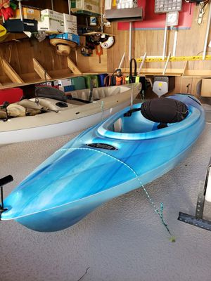 Pelican 8' kayak wih paddle for Sale in Austin, TX