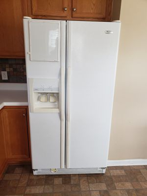 Whirlpool Refrigerator for Sale in Willow Spring, NC