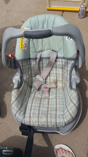 Graco baby car seat for Sale in Littleton, CO