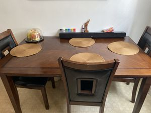 Dinning room or kitchen table for Sale in Garfield Heights, OH