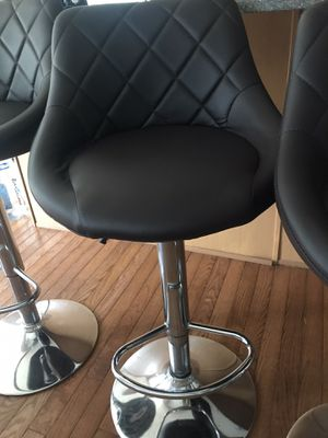 Set of 3 bar stools for sale. (Coco brown) for Sale in Phoenixville, PA