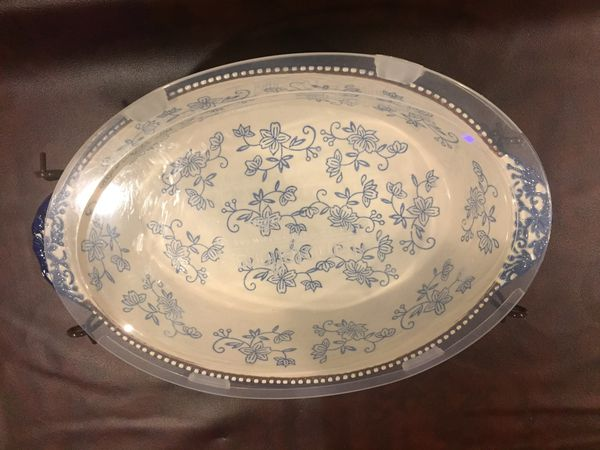 SALE ~ Beautiful 2.5 Casserole Dish with Wire Carrying Rack and Cover