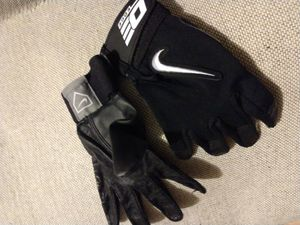 Nike Softball/Baseball Gloves mens size medium or woman's large for Sale in Turlock, CA
